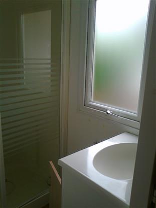 douche et toilettes séparés