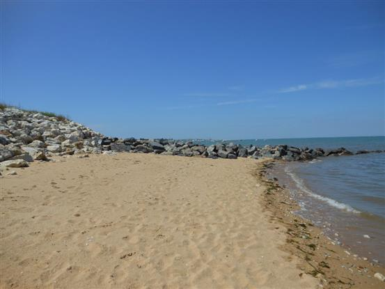 plage face au camping