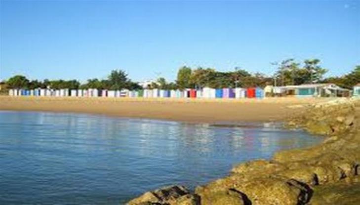 La plage de Saint Denis et ses cabanes.
