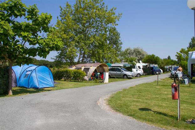 Terrain de camping à 50m de la mer !
